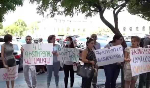 Акция протеста у здания Правительства Армении (видео)