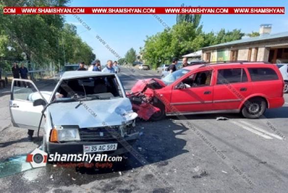 Աշտարակ քաղաքի թիվ 5 ավագ դպրոցի մոտ բախվել են Volkswagen-ը, Opel-ն ու ВАЗ 21099-ը․ կան վիրավորներ