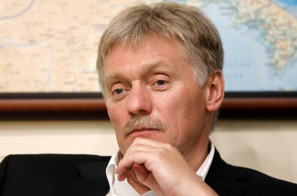 Россия сотрудничает с Ереваном и Баку по реализации трехсторонних договоренностей – Песков