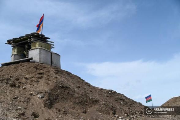 ВС Азербайджана открыли огонь по армянским позициям на участке Ерасха