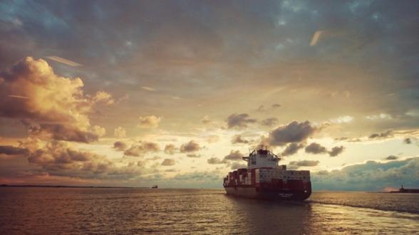 Неизвестные угнали танкер в Оманском заливе