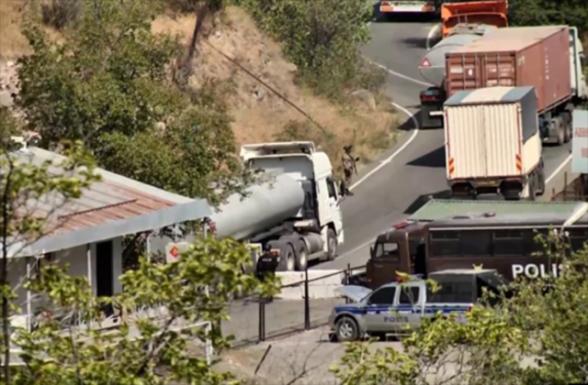 Գորիս-Կապան ճանապարհին ադրբեջանցիները կանգնեցրել ու ստուգել են երեք հայկական բեռնատար