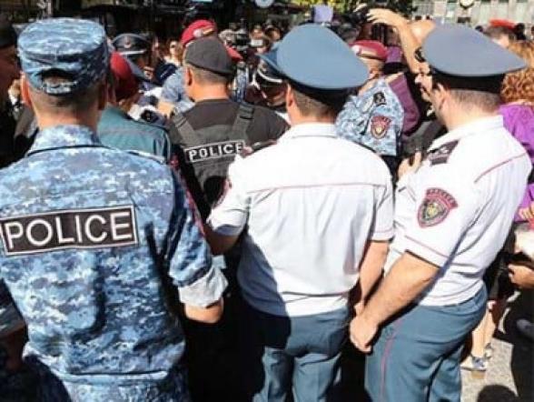 Շառլ Ազնավուրի հրապարակից բերման է ենթարկվել 21 քաղաքացի. ոստիկանություն