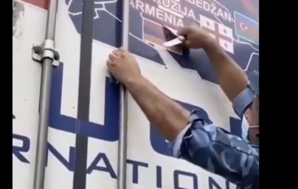 Ադրբեջանցիներն այս անգամ մեքենայի վրայից քերել են Հայաստանի դրոշը և ARMENIA բառը (տեսանյութ)