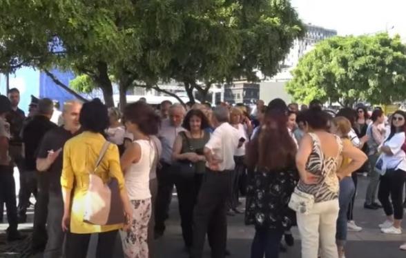 Акция протеста против «красочного» шоу (видео)