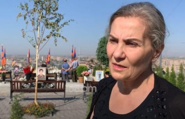 «Նազա՛ր, ամո՛թ քեզ»․ որդեկորույս մայրերը Փաշինյանին թույլ չեն տվել մոտենալ իրենց զավակների շիրիմներին (տեսանյութ)