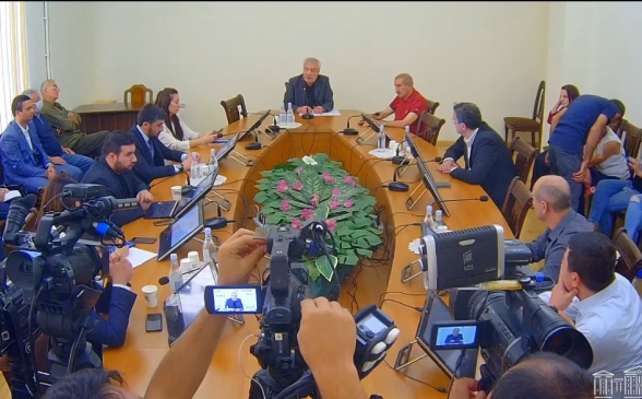 Артур Казинян снова не избран вице-председателем Комиссии НС по вопросам обороны и безопасности (видео)