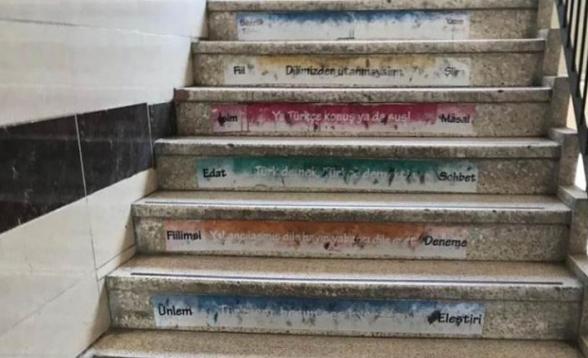 «Կամ խոսիր թուրքերեն, կամ լռիր». ռասիստական գրություններ Թուրքիայի դպրոցներից մեկում