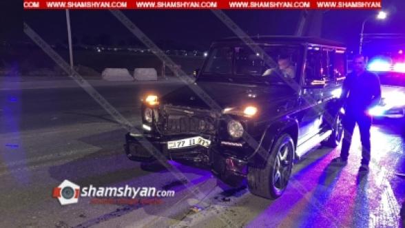 Երևանում՝ ոստիկանության կրթահամալիրի դիմաց, Mercedes G մակնիշի բախվել է բաժանարար գոտում տեղադրված բետոնե արգելապատնեշին