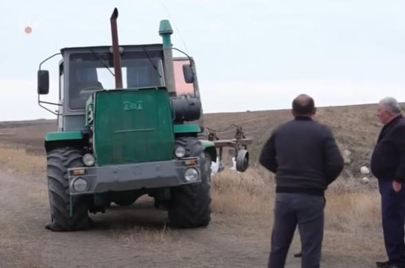 Տեսանյութ.Մինչեւ դեպքը ադրբեջանցիները զգուշացրել են, որ կկրակեն.Խաղաղապահներից մեկը նստած է եղել տրակտորի խցիկում