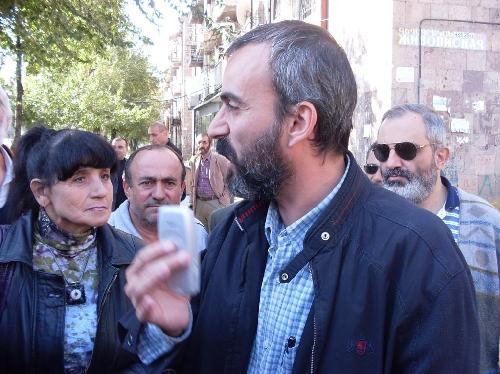 «Միացում»  ազգային նախաձեռնությունն ակցիա է իրականացրել Հայաստանում Լեռնային Ղարաբաղի ներկայացուցչության դիմաց