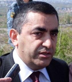 Արմեն Ռուստամյանը չի համարում, որ եթե Հայաստանի բարձրագույն իշխանությունը մի սխալ էլ արել է, ապա իրենք պետք է խռովեն և պայքարը դադարեցնեն