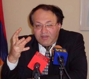 Հմայակ Հովհաննիսյան. «Գնալով ավելի ու ավելի ենք գահավիժում»