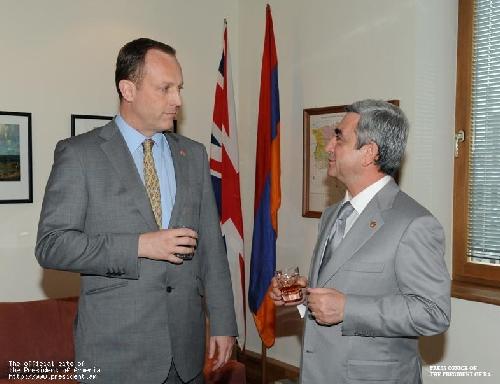 Նախագահ Սերժ Սարգսյանն այցելել է Հայաստանում Միացյալ Թագավորության դեսպանատուն