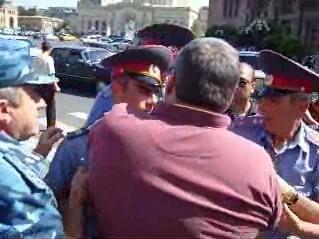 Սահակաշվիլիի դեմ ցուցարարների բախումը ոստիկանների հետ, Երևան 25.06.2009թ.