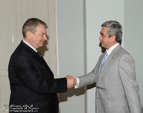 Սերժ Սարգսյանը հրաժեշտի հանդիպում է ունեցել Ռուսաստանի դեսպան Նիկոլայ Պավլովի հետ