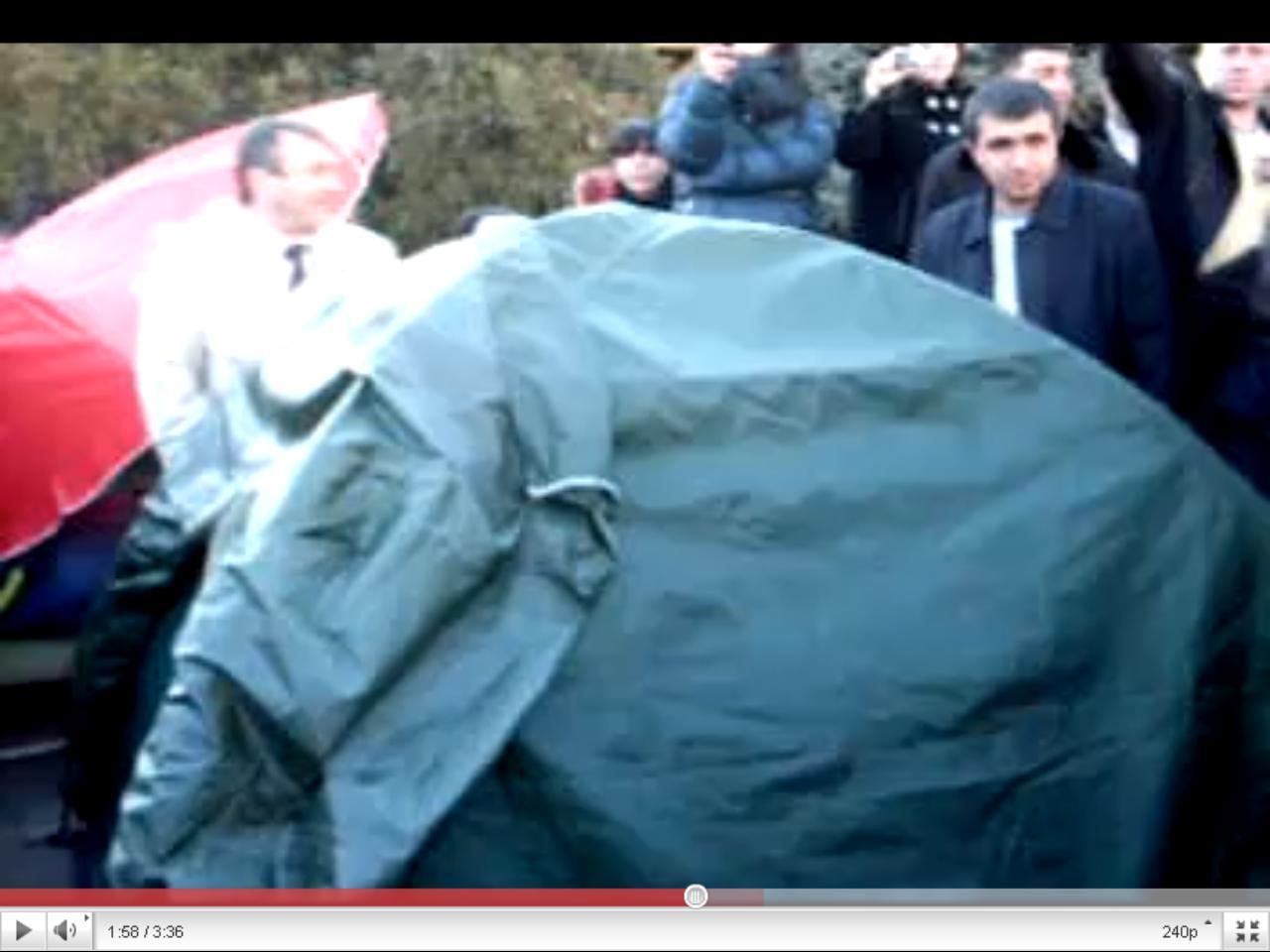 Ազատության հրապարակում Րաֆֆի Հովհաննիսյանի համար վրանը տեղադրվեց