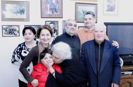 Վազգենին քծնելու և Վազգենով PR լինելու ժամանակը