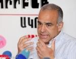 Րաֆֆի Հովհաննիսյանը լրագրողների հարցերին չի պատասխանում