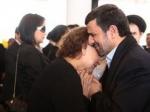 Իրանում սկանդալ է հասունանում. Ահմադինեժադը, ցավակցելիս, չպետք է գրկեր Չավեսի մորը