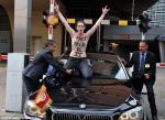 Մերկ ֆեմինիստուհիները հարձակվել են Թունիսի վարչապետի ավտոմեքենայի վրա (տեսանյութ)