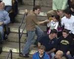 Ուսանողի «ինքնաբուխ» պարը բասկետբոլային խաղի ընդմիջման ժամանակ