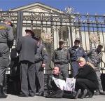 Քաշքշուկ նախագահականի մոտ. զոհված զինվորների մայրերին հեռացրեցին (տեսանյութ)