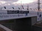 «Ազատվենք Սերժիկներից», «Սերժի պապան եկել ա». պաստառներ, «սապոգներ» և ծաղկավոր խալաթներ Երևանում (ֆոտո, տեսանյութ)
