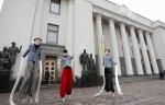 Ակտիվիստները Ռադա են բերել կաշառակերության մեջ կասկածվող երեքմետրանոց տիկնիկներ