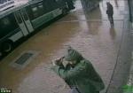 Նյու Յորքում տղամարդը կացնով հարձակվել է ոստիկանների վրա ու տեղում սպանվել