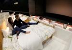 Կինոթատրոնի նստատեղերի փոխարեն՝ երկտեղանոց մահճակալներ (ֆոտոշարք)