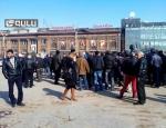 Գյումրիի անհատ տաքսի մեքենաների վարորդները հավաքվել են կենտրոնական հրապարակում