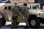Порошенко лично встретил самолет с американской военной техникой (видео)