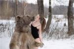 Արտասահմանցիներին ցնցել են արջի հետ գրկախառնված ռուս մոդելները (լուսանկարներ)