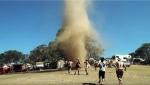 Ավստրալիայի փառատոնի այցելուները պարել են պտտահողմի հետ (տեսանյութ)