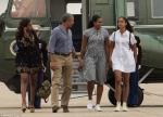 Հանգստից վերադառնալիս Օբաման հեռու է պահել իրեն ավագ դուստր Մալիայից (ֆոտոշարք)