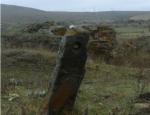 Ուր էր անհետացել Հարժիսի քարավանատան ուղեցույց քարերից մեկը. մանրամասներ (ֆոտոշարք)