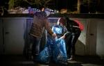 Մայրաքաղաքի կենտրոնում երեխան ստիպված է աղբամաններում փորփրել