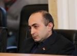 Բակո Սահակյանին առաջինը երևի Գուրբանգուլի Բերդիմուհամեդովն է շնորհավորելու