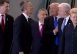 Թրամփը կոպիտ կերպով հրել է Մոնտենեգրոյի վարչապետին, որ ինքն առաջ ընկնի (տեսանյութ)