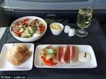 Ինչով են տարբերվում ինքնաթիռի բիզնես ու էկոնոմ դասերում մատուցվող ուտեստները (լուսանկարներ)