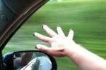 25-ամյա աղջիկը թիվ 44 երթուղայինի պատուհանից ձեռքը դուրս է հանել և մեկ այլ ավտոմեքենա է դիպչել