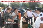 Լարված իրավիճակ Երևանում. «Վերնիսաժ»-ի մոտ առևտրով զբաղվող մոտ 100 աշխատողի չեն թողնում առևտուր սկսել