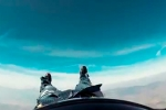 Թռիչքի ժամանակ պարաշյուտիստի շալվարն ընկել է (տեսանյութ)