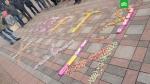 «Պետյա, ծամի՛ր»․ ցուցարարներն Ուկրաինայում Roshen-ի կոնֆետներից գրություն են պատրաստել (լուսանկար)