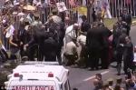Հռոմի պապը Պերուում իջել է մեքենայից և օգնել ձիուց ընկած ոստիկանին