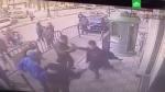 Ոստիկանը բռնել է 3-րդ հարկի պատշգամբից ընկած 5-ամյա երեխային (տեսանյութ)