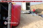 Ռուսաստանից 20 տոննա ցորեն տեղափոխող Iveco-ն բախվել է թուրքական բեռնատարին և կողաշրջվել