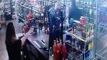 ԱՄՆ-ում մայրն ու դուստրը հրաձգություն են սկսել իրենց խանութը թալանել փորձող հանցագործի հետ