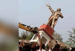 Հնդկաստանում բուլդոզերով քանդել են Լենինի արձանը